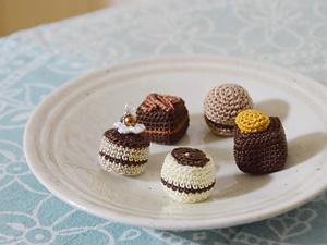 チョコレートのイヤホンジャックピアス|alphadorn